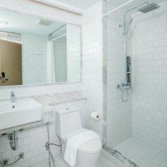 The Bloc Hotel 4* Улучшенный номер с двуспальной кроватью фото 4