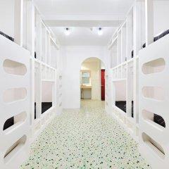 Отель Khaosan World Asakusa Ryokan Кровать в общем номере фото 13