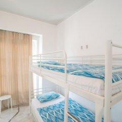 Vistas de Lisboa Hostel Кровать в общем номере с двухъярусной кроватью фото 17