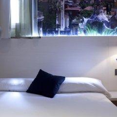 Отель Hostal Bcn Ramblas Стандартный номер с различными типами кроватей