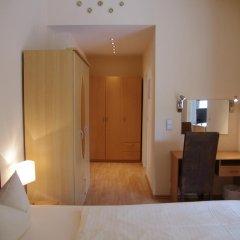 Отель Am Sendlinger Tor 3* Кровать в общем номере фото 6