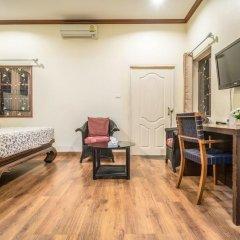 Отель Phuket Airport Suites & Lounge Bar - Club 96 Стандартный номер с двуспальной кроватью фото 18