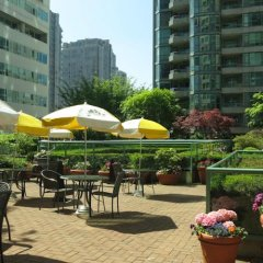 Отель Rosedale On Robson Suite Hotel Канада, Ванкувер - отзывы, цены и фото номеров - забронировать отель Rosedale On Robson Suite Hotel онлайн питание фото 3