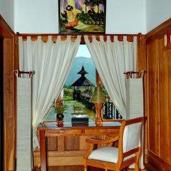 Отель Myanmar Treasure Resort Inle 4* Номер Делюкс с различными типами кроватей фото 9