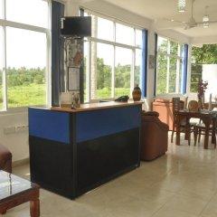 Отель Otha Shy Airport Transit Hotel Шри-Ланка, Сидува-Катунаяке - отзывы, цены и фото номеров - забронировать отель Otha Shy Airport Transit Hotel онлайн гостиничный бар