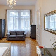 Апартаменты Old Town Square Premium Apartments Прага комната для гостей фото 4