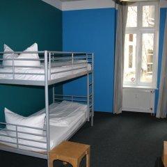Отель St Christophers Inn Berlin Кровать в женском общем номере с двухъярусной кроватью