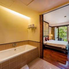 Отель Duangjitt Resort, Phuket 5* Номер Делюкс с двуспальной кроватью фото 9