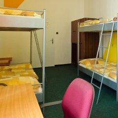 AZ-Hostel Кровать в общем номере с двухъярусной кроватью
