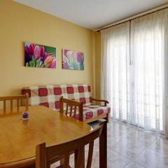 Отель Apartamentos Querol Вальдерробрес комната для гостей фото 4