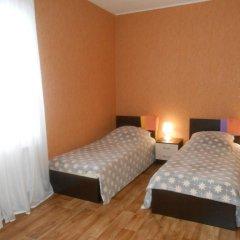 Hostel Skazka In Tolmachevo Кровати в общем номере с двухъярусными кроватями фото 7