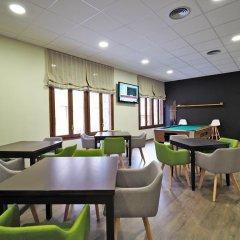 Отель Apolo Испания, Аинса - отзывы, цены и фото номеров - забронировать отель Apolo онлайн гостиничный бар