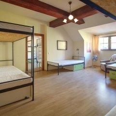 Little Quarter Hostel Кровать в общем номере с двухъярусной кроватью фото 10