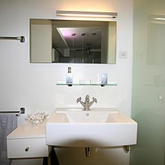 Отель Loft Beaubourg 2 bedrooms Франция, Париж - отзывы, цены и фото номеров - забронировать отель Loft Beaubourg 2 bedrooms онлайн ванная фото 2