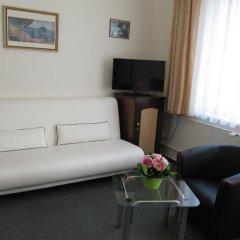 Hotel Jana / Pension Domov Mladeze Стандартный номер с двуспальной кроватью фото 4