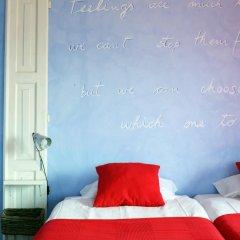 Отель Chill in Ericeira Surf House Улучшенный номер с различными типами кроватей фото 6