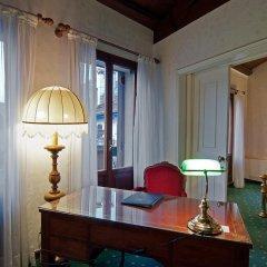 Hotel La Fenice Et Des Artistes 3* Люкс с различными типами кроватей фото 8
