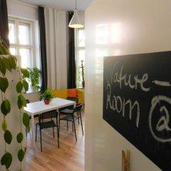 Kiez Hostel Berlin Кровать в общем номере с двухъярусной кроватью