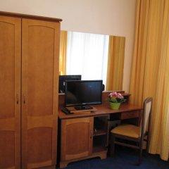 Hotel Jana / Pension Domov Mladeze Стандартный номер с двуспальной кроватью фото 6