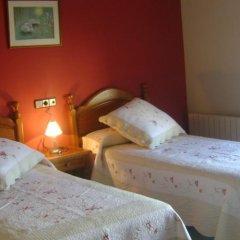 Отель Hostal Pirineos Ainsa Испания, Аинса - отзывы, цены и фото номеров - забронировать отель Hostal Pirineos Ainsa онлайн комната для гостей фото 4