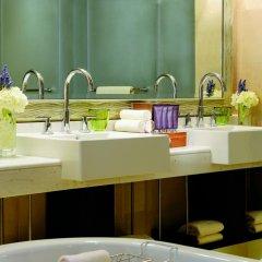 Отель The Ritz-Carlton Abu Dhabi, Grand Canal 5* Стандартный номер с различными типами кроватей фото 4