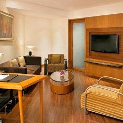 Отель Radisson Blu Plaza Delhi Airport 5* Улучшенный номер с различными типами кроватей фото 3