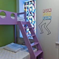 Хостел Graffiti L Номер Эконом с различными типами кроватей фото 22