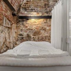 Отель Old Town Lodge Кровать в общем номере с двухъярусной кроватью фото 7