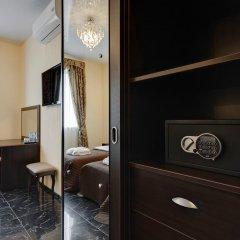 Men'k Kings Hotel сейф в номере