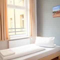 Отель a&o Dresden Hauptbahnhof 2* Стандартный номер с различными типами кроватей фото 3