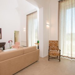 Отель Le Bifore Charming House Лечче комната для гостей фото 3