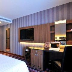 Отель The Continent Bangkok by Compass Hospitality 4* Улучшенный номер с различными типами кроватей фото 11