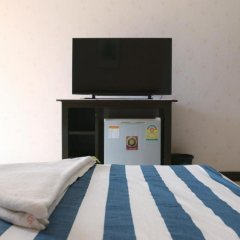 Отель B & L Guesthouse 3* Улучшенный номер с разными типами кроватей фото 6