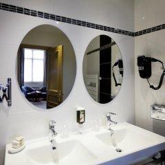 Отель Le Phénix Hôtel Франция, Лион - отзывы, цены и фото номеров - забронировать отель Le Phénix Hôtel онлайн ванная