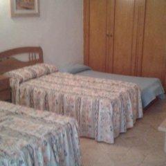 Отель Hostal Pineda Стандартный номер с 2 отдельными кроватями