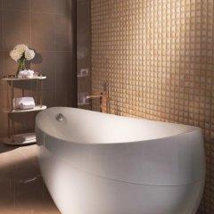 Отель The Ritz-Carlton, Dubai Стандартный номер с различными типами кроватей фото 11
