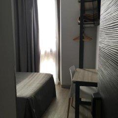 Отель Hostal Benidorm Стандартный номер с различными типами кроватей фото 21