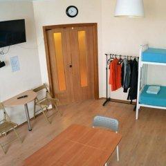 Отель Жилое помещение Корона Кровать в мужском общем номере