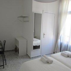 Отель Pension Cerdaña Барселона комната для гостей фото 2