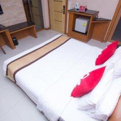 Отель ZEN Rooms Sukhumvit 11 3* Улучшенный номер с различными типами кроватей фото 4