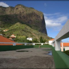 Отель Madeira Surf Camp парковка