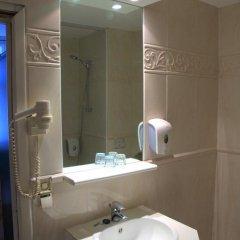 Отель La Madeleine Grand Place Brussels 3* Улучшенный номер с различными типами кроватей фото 7