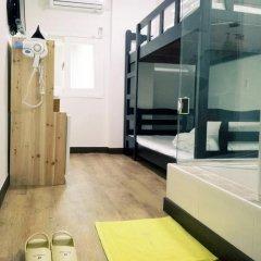 Отель Shinchon Hongdae Guesthouse 2* Стандартный номер с 2 отдельными кроватями фото 8
