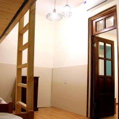 Envoy Hostel Стандартный семейный номер с двуспальной кроватью (общая ванная комната) фото 4