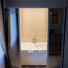 Мини-Отель Каприз Стандартный номер двуспальная кровать фото 12
