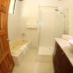 Charela Inn Hotel ванная