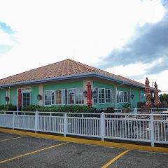 Отель Mango Walk Country Club Suites парковка