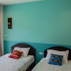 Отель Patong Bay Guesthouse 2* Улучшенный номер с 2 отдельными кроватями фото 6