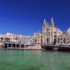 Отель Le Méridien St Julians Hotel and Spa Мальта, Баллута-бей - отзывы, цены и фото номеров - забронировать отель Le Méridien St Julians Hotel and Spa онлайн приотельная территория фото 2