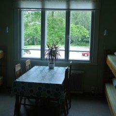 Porvoo Hostel Стандартный семейный номер с двуспальной кроватью (общая ванная комната)